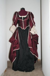 renaissance clothing women